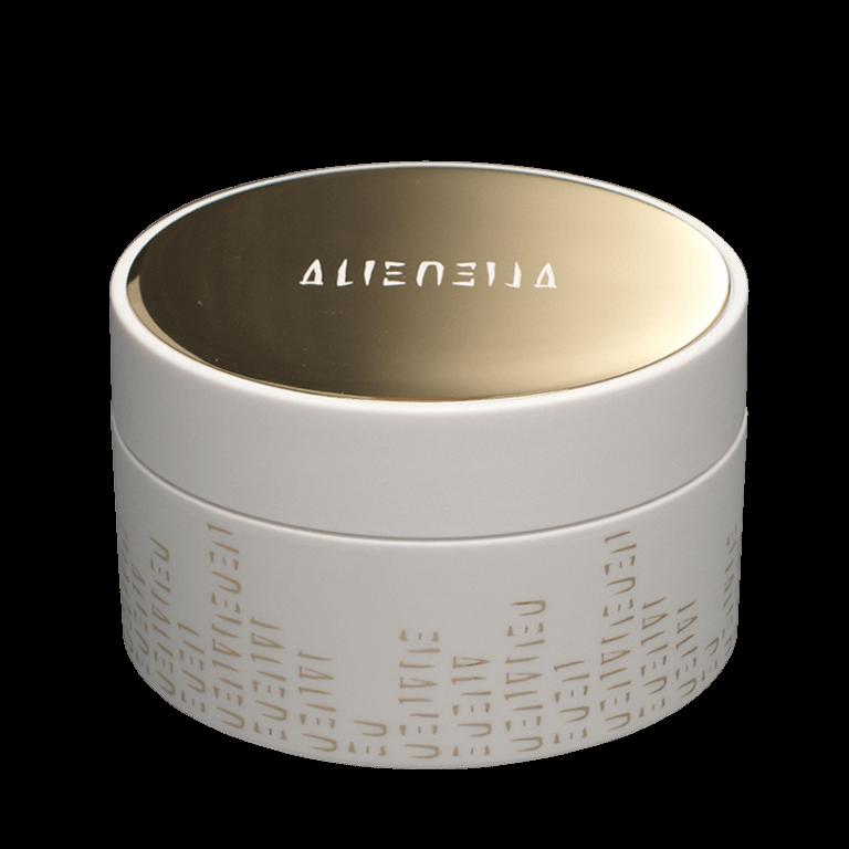 Alien / Top de bouchon en plaque aluminium anodisée or, teinté dans la masse, gravure sur métal alcaline du texte et remplissage avec une laque blanche.