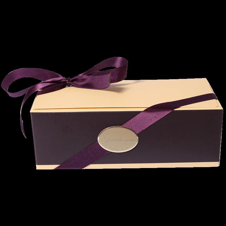 Ganache Noire / Étiquette luxe autocollante en aluminium or brillant gravé or mat.